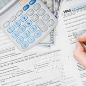 pic of cpa  - Filling out 1040 US Tax Form  - JPG