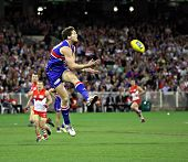 MELBOURNE - SEPTEMBER 12: Will Minson takes a chest mark in the AFL second semi final - Western Bull