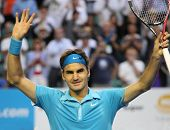 MELBOURNE - JANUARY 27: Roger Federer waves to the crowd after his win over Nikolay Davydenko during