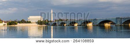 Washington DC cityscape Abraham Lincoln