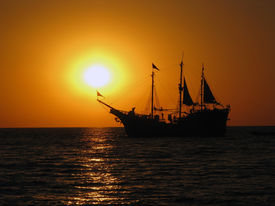 picture of pirate ship  - A Mexican pirate ship sailing into the sunset - JPG