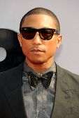 LOS ANGELES - 30 JUN: Pharrell Williams op de 2013 BET Awards bij Nokia Theater L.A. Live op 30 juni