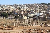 picture of cardo  - The old roman city side by side with the modern Jerash - JPG