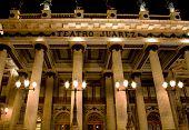 Постер, плакат: Хуарес театр Гуанахуато Мексика фронт в ночное время