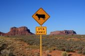 picture of bute  - USA Monument Valley Open Range Sign next to road  - JPG