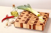picture of leek  - leek cut by segments on a chopping board of Chile vegetable oil and garlic - JPG