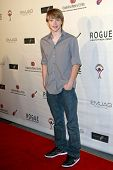 LOS ANGELES - 14 de JUN: Sterling Knight en el evento de Rock-N-carrete celebrada en Culver Studios en Los Ángeles