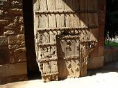 picture of tithe  - old wooden door on the Hamayun tomb in New Delhi - JPG