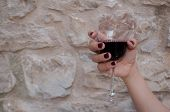 foto of nail paint  - Woman hand with painted nails holding a glasss of wine in a farmhouse - JPG