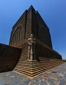 Постер, плакат: Monument To Afrikaner Leader At Voortrekker Monument