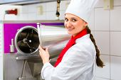 foto of ice cream parlor  - Female Chef preparing ice cream with machine in gastronomy parlor kitchen - JPG