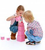 pic of montessori school  - Children playing with blocks - JPG