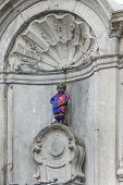 picture of pee  - Manneken Pis - JPG