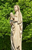 pic of stature  - Statue of the Virgin Mary with Jesus - JPG