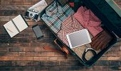 Постер, плакат: Hipster Traveler Packing