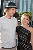 LOS ANGELES - AUG 14:  Dax Shepard, Kristen Bell arriving at the 2011 VH1 Do Something Awards at Hol