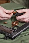 picture of ammo  - Soldier load ammo in the clip gun - JPG