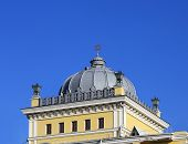 image of synagogue  - Dome of Synagogue topped with a Star of David - JPG
