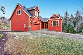 image of red siding  - Red clapboard siding house - JPG