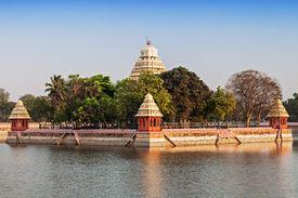 pic of meenakshi  - Vandiyur Mariamman Teppakulam Temple in Madurai India - JPG