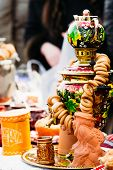 Постер, плакат: Beautiful Russian Samovar With Bread Rings