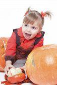 Постер, плакат: маленькая девочка в оранжевый жилет