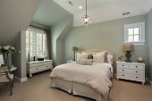 foto of guest-house  - Guest bedroom in luxury suburban home - JPG