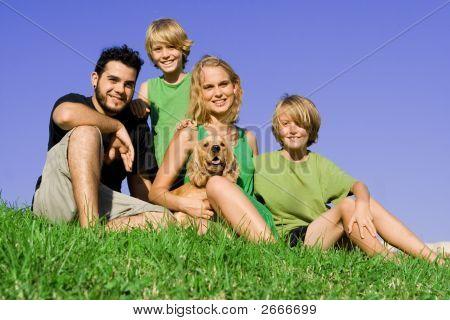 Постер, плакат: Счастливые семьи группы, холст на подрамнике