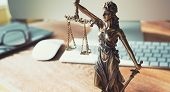 Постер, плакат: Lady Justice Statue