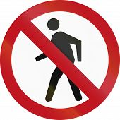 picture of pedestrians  - An official Colombian traffic sign - JPG
