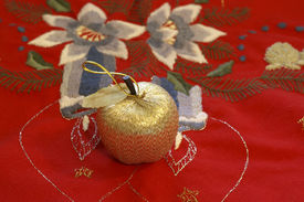 image of x-max  - Small golden apple on red decorative table - JPG