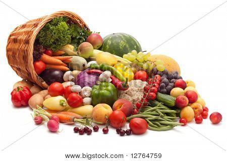 Постер, плакат: Свежие овощи фрукты и другие продукты питания Изолированные , холст на подрамнике
