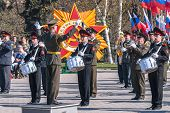 Постер, плакат: Military orchestra play on Victory Day parade
