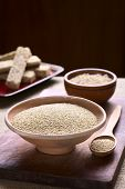 image of quinoa  - Raw white quinoa  - JPG