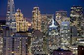 Постер, плакат: Сан Франциско Калифорния финансового района здания в ночное время