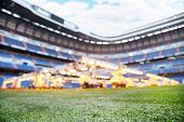 Постер, плакат: Газон и системы освещения для выращивания травы на пустой открытый футбольном стадионе Сосредоточиться на траве