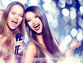 image of singing  - Karaoke party - JPG