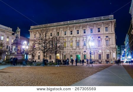 Night View Of Piazza Della