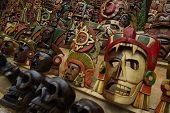 Постер, плакат: Мексиканские маски для продажи