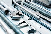 Постер, плакат: Metal tools on the scratched metal background
