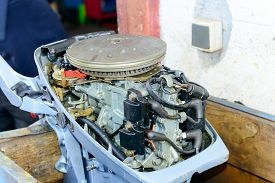 pic of outboard engine  - the test of small motor of outboard - JPG