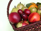 image of gift basket  - basket of fruits - JPG