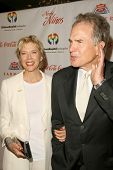 Annette Bening and Warren Beatty at the 2009 Noche De Ninos Gala. Beverly Hilton Hotel, Beverly Hill