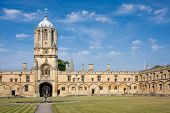foto of quadrangles  - The imposing Tom Tower of Christ Church Oxford University - JPG