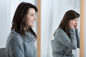 foto of mood  - Picture presenting scared woman simulating good mood - JPG