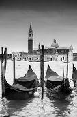 Постер, плакат: Gondolas In Front Of Chiesa Di San Giorgio Maggiore B&w