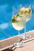 Постер, плакат: Hugo Prosecco Elderflower Soda Ice Summer Drink