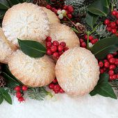 picture of ivy  - Christmas mince pie cakes with holly - JPG