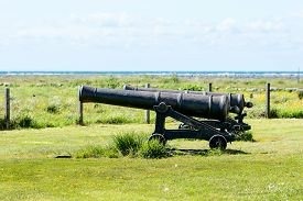 foto of cannon  - Two big cast iron cannons from the year 1766 pointed out to sea - JPG