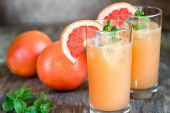 Постер, плакат: Grapefruit And Tequila Paloma Cocktail